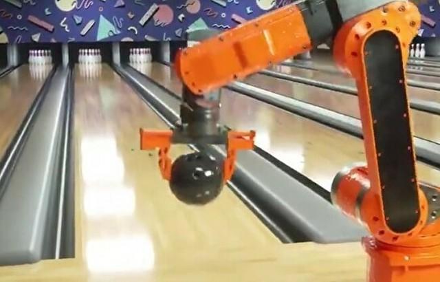 ボーリングをするロボットアーム.jpg