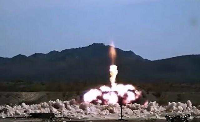 ミサイル爆発の瞬間32541.jpg