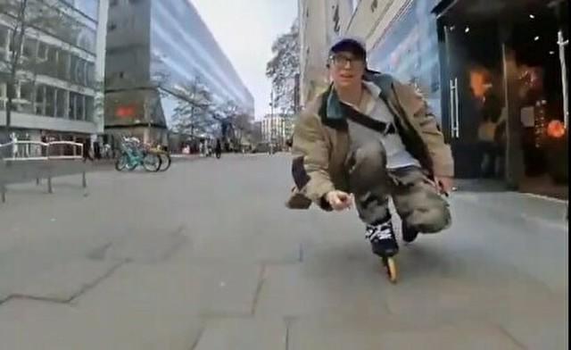 ローラースケートで街を滑降.jpg