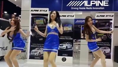世界一エ□い踊りを踊る女さん達、発見される.jpg