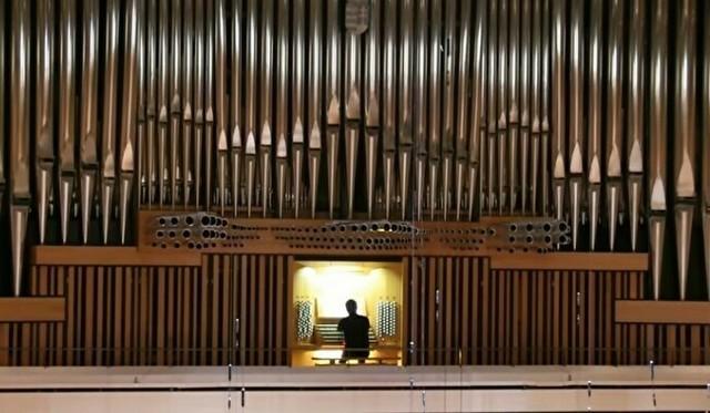 世界最大級のパイプオルガンで「THE MOUNTAIN KING」を演奏.jpg