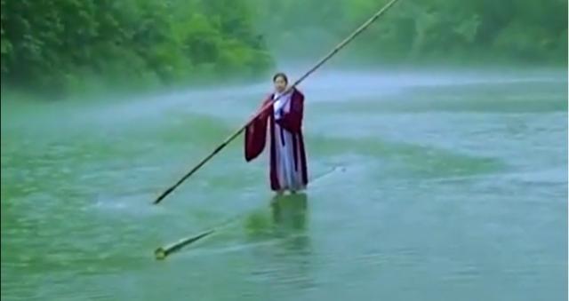 中国のパドルサーフィン女性.png