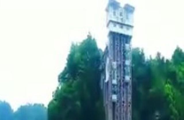 中国の高速エレベーター.jpg