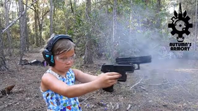 二丁拳銃の少女.png