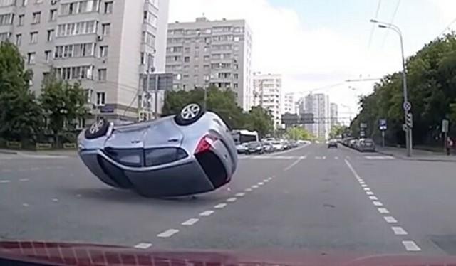 交通事故の相手を消す.jpg