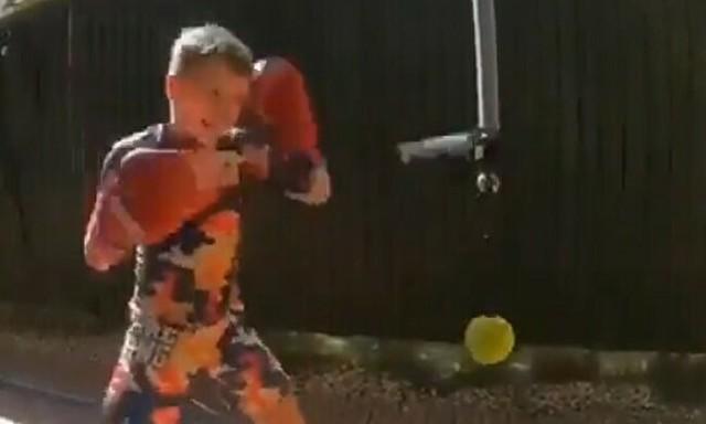 凄い反射神経のボクシング少年.jpg