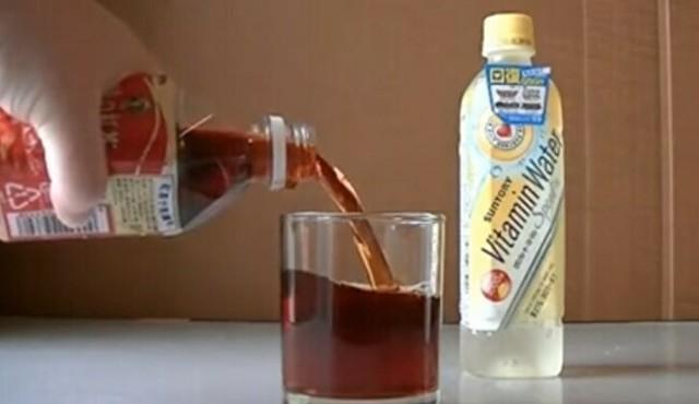 午後の紅茶にレモンを入れると透明に….jpg