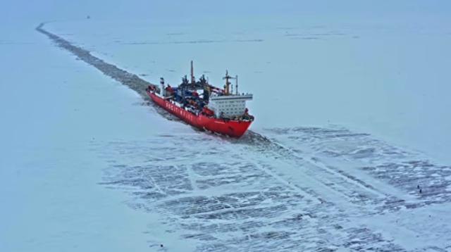 原子力船で氷を割って進む.png