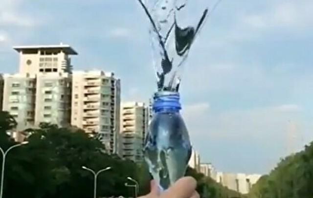回転させた水は回転して放出される。.jpg