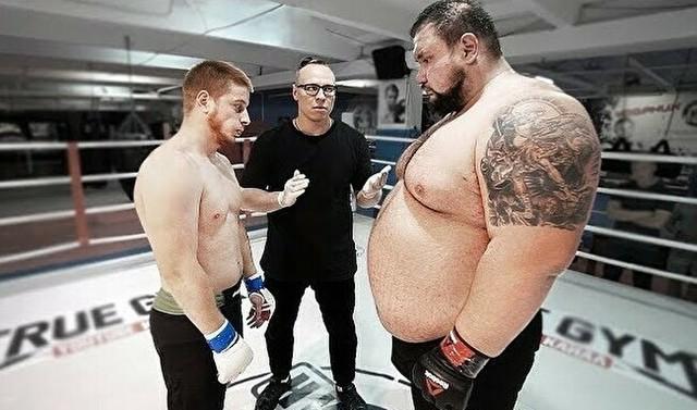 大きな体重差の格闘技の試合ロシア.jpg