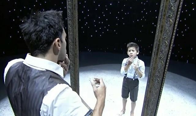 大人と子供の鏡のダンス.jpg