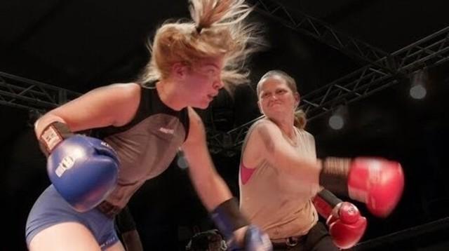 女子ボクシングチャンピオンに挑む歯の無い女.jpg
