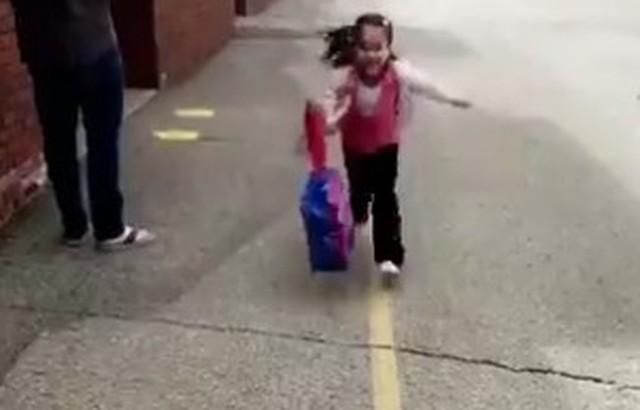 学校に迎えに行くたびに飛びついてくる子供.jpg