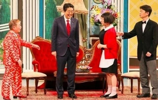安倍晋三が吉本新喜劇に.jpg