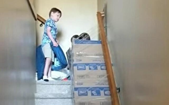 家の階段を滑り台にした.jpg
