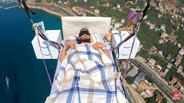 寝ながら空を飛ぶ夢を実現した男.png