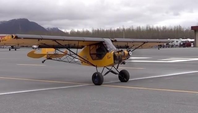 小さい飛行機の着陸.jpg