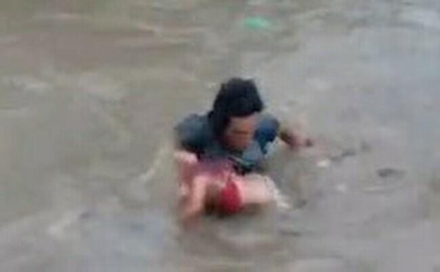 川でおぼれた少女を助ける人達.jpg