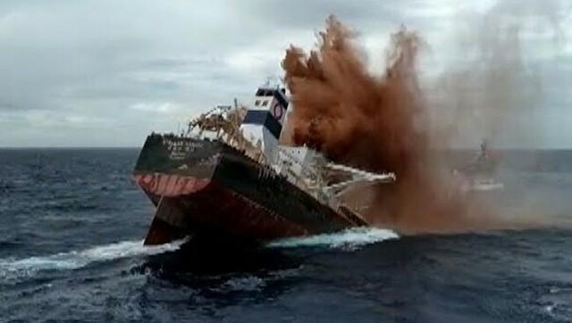 巨大なタンカーが一瞬で沈没.jpg