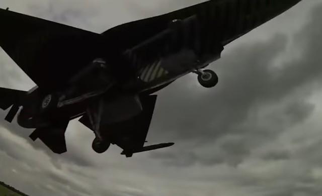 戦闘機の低空飛行詰め.jpg