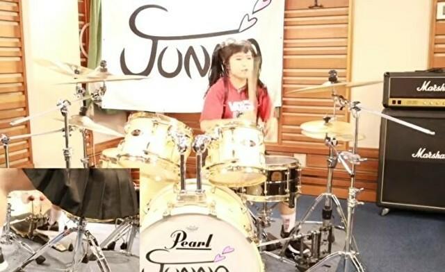 日本の少女がドラゴンフォースをドラムカバー.jpg