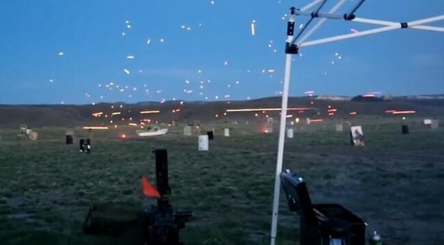 曳光弾の射撃訓練.jpg