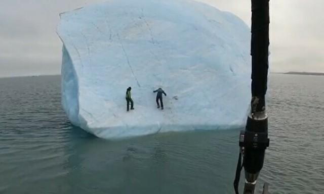 流氷から落ちる人.jpg