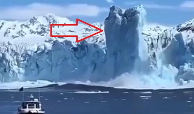 流氷が沈む瞬間に浮きあがる.png