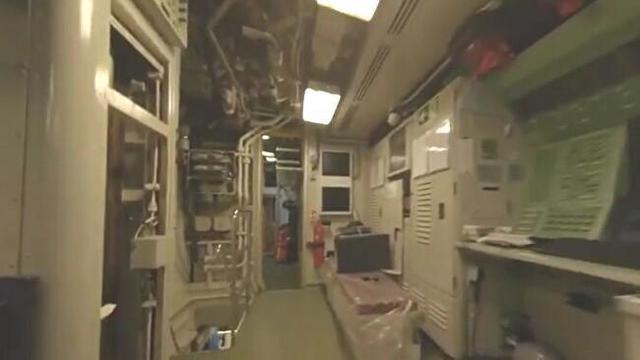 潜水艦の中をドローンで。.jpg