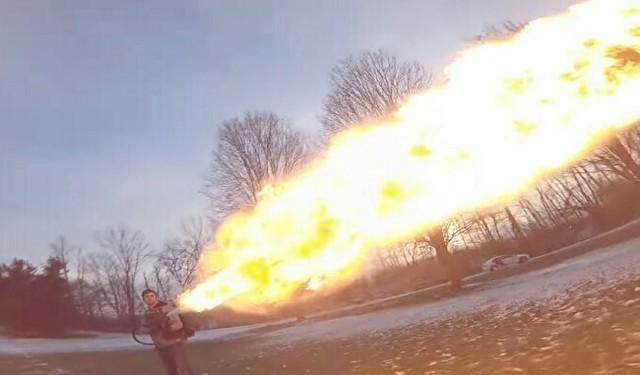 火炎放射器をドローンで撮影.jpg