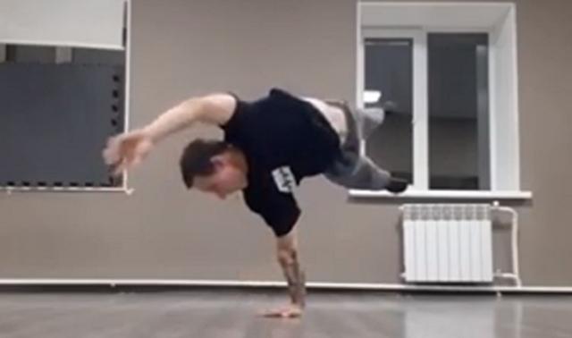 無重力系の腕立て伏せダンス.png