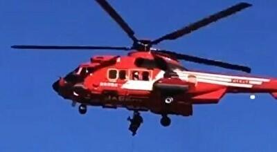 福島で救助中のヘリコプターが女性を落下させてしまう.jpg