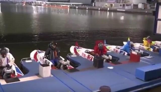 競艇で魚が飛び込む.jpg