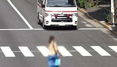 緊急車両にどかない女.jpg