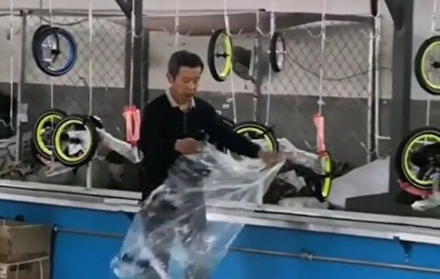 自転車のタイヤにビニール袋をかける方法.jpg