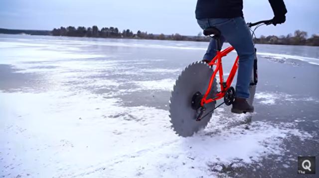 自転車のタイヤを「丸ノコ」に替えて氷の上を走ったら.png