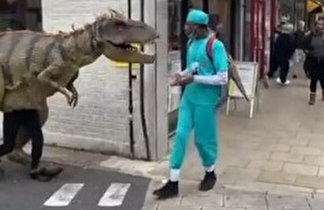 街角ティラノサウルス.jpg