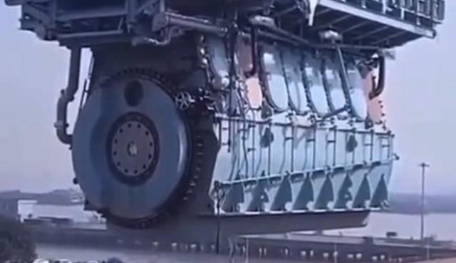 超巨大なエンジン.png
