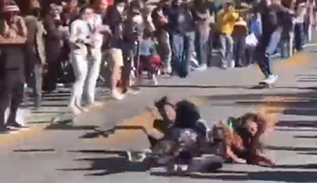 転倒することが前提のような危険なローラースケート競技.png