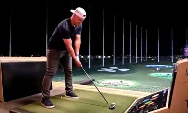野球選手がゴルフ.jpg