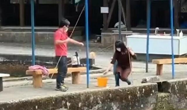 釣った魚をネコが奪取.jpg