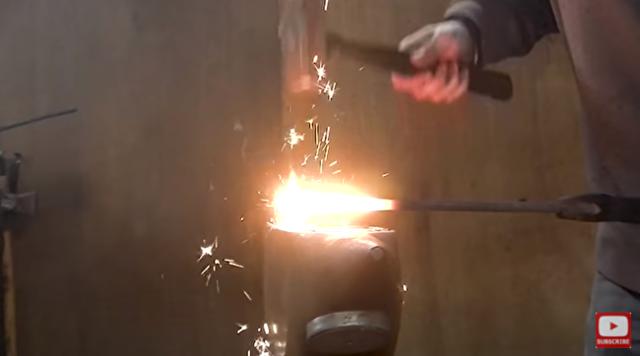 鉄を打つ時の水蒸気爆発.png