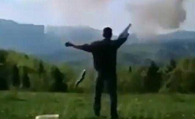 銃で暴発でクイーン.jpg