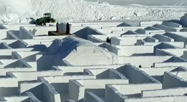 雪の巨大迷路.jpg