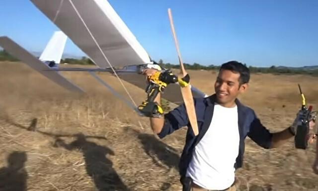 電気ドリルに羽を付けて飛ばしてみた.jpg