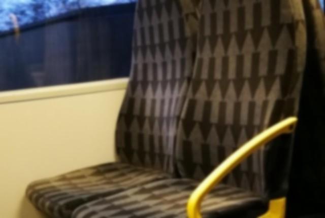 電車の座席シートの矢印の向き.jpg