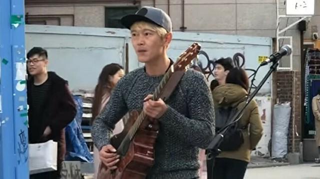 韓国のストリートミュージシャン.jpg