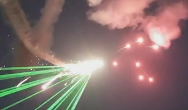 飛行機と花火のコラボ.jpg