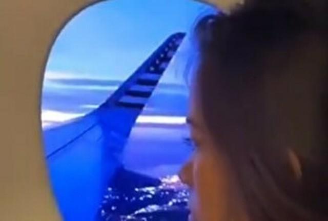 飛行機の窓.jpg