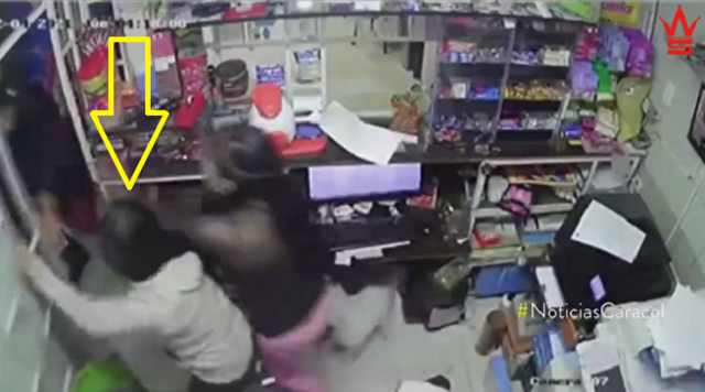 14歳の少女がマチューテを振り回し武装した強盗を追い払った.png